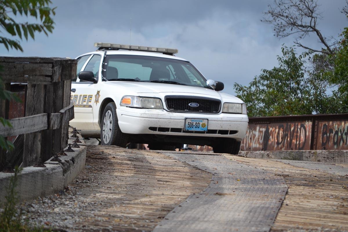 sheriffs car bridge